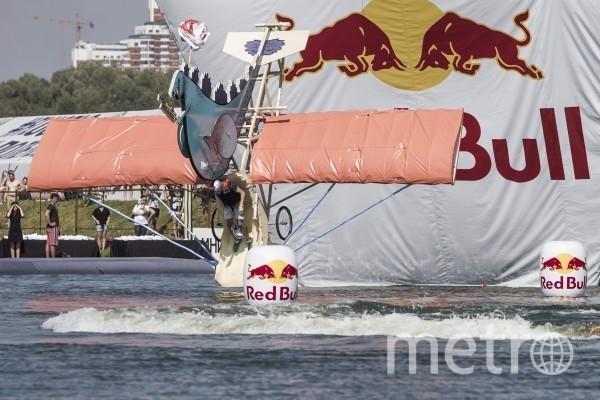 Участники прошлогоднего фестиваля Red Bull Flugtag. Фото www.redbullflugtag.com