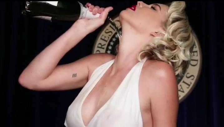 Названо самое сексуальное подражание Мэрилин Монро за последние полвека. Фото Скриншот/Instagram: chrisapplebaum