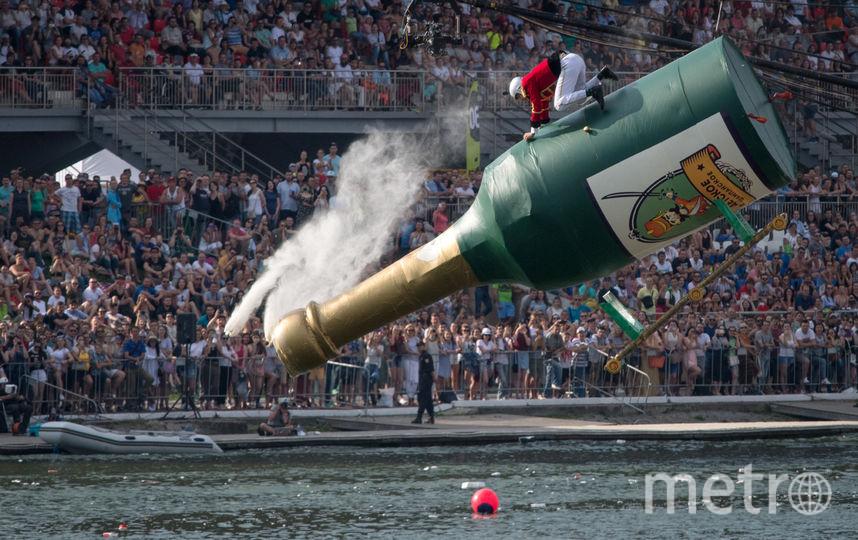 «Эскадрон гусар летучих» из Твери на бутылке шампанского стал вторым. Фото AFP
