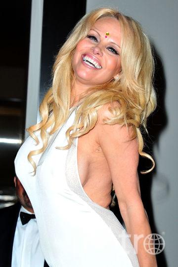 Памела Андерсон в бикини поразила поклонников шикарной фигурой. Фото Getty