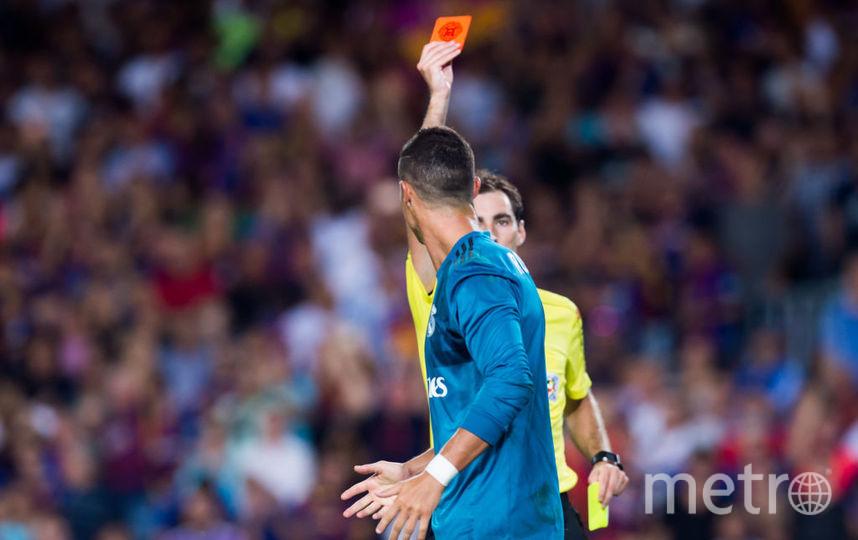 Криштиану Роналду получает красную карточку. Фото Getty