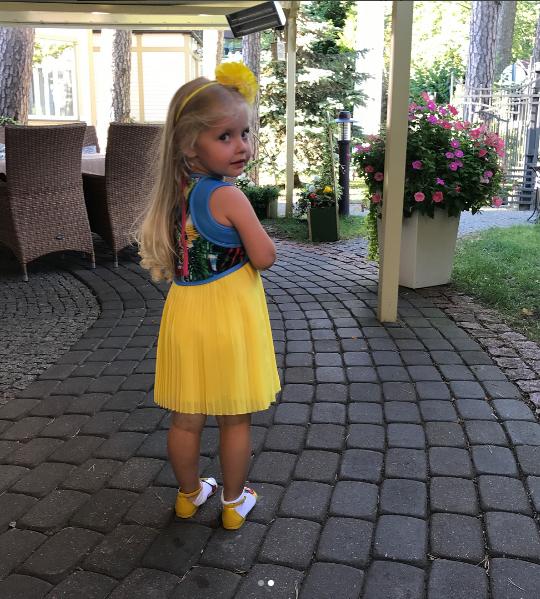 Новые фото дочки Лизы показал Максим Галкин.