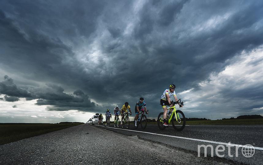 На трассе гонщики наблюдали смену пейзажей и погоды.