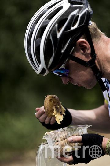 Велосипедистов кормила передвижная кухня. В команде сопровождения были несколько поваров, которые готовили горячую еду не хуже, чем в ресторанах.