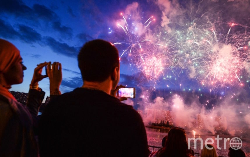 """Фестиваль фейерверков """"Ростех"""" ожидается москвичами. Фото РИА Новости"""