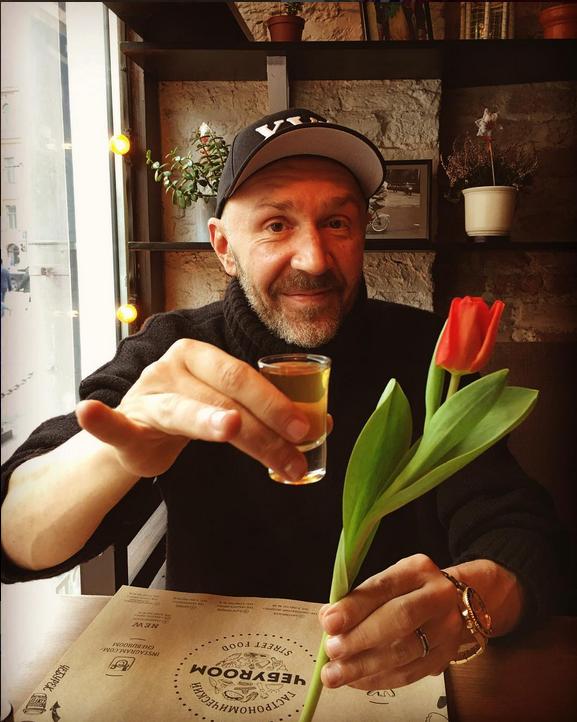 Сергей Шнуров ответил на упреки Познера и сравнил его с Дудем. Фото Скриншот Instagram/shnurovs