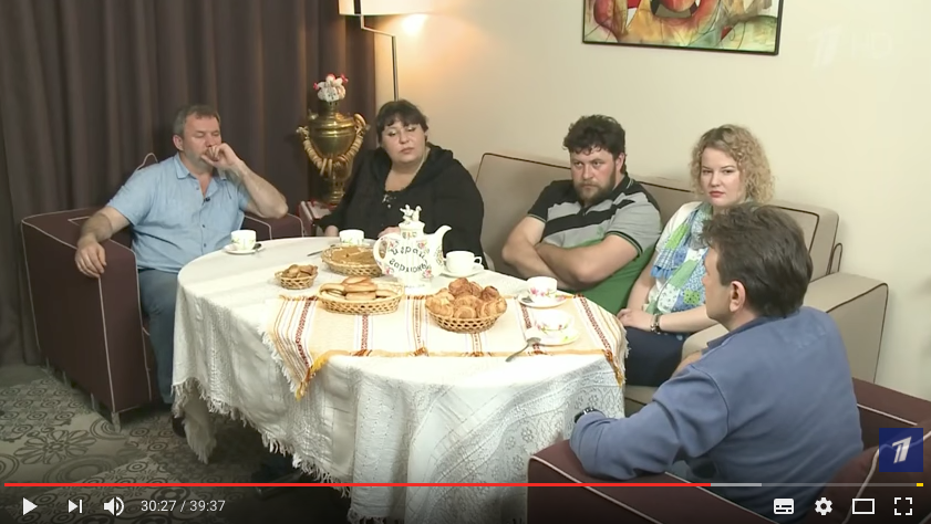 "Тимур Кизяков с гостями передачи. Фото скриншот с блога ""Первого канала"" на YouTube"