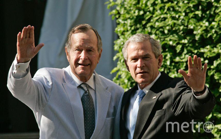 Джордж Буш-младший и его отец Джордж Буш-старший. Фото Getty
