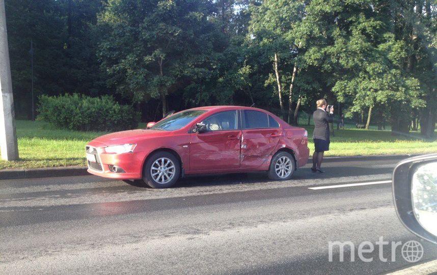 Шесть машин столкнулись на Петергофском шоссе утром 18 августа.