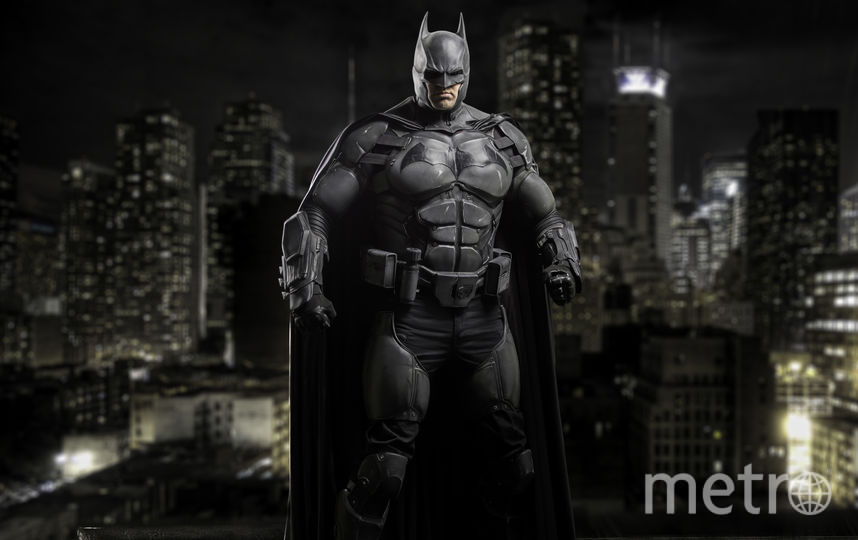 Чекли-Бэтмен борется со злом. Фото Предоставлено Джулианом Чекли.