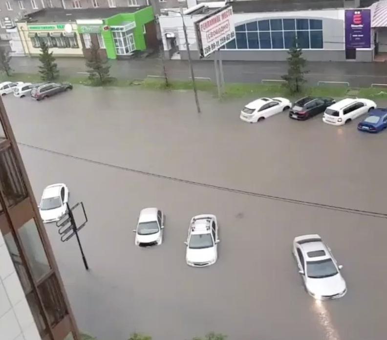 Красноярск ушел под воду: в городе объявлен режим ЧС. Фото Скриншот www.instagram.com/dimakorob/