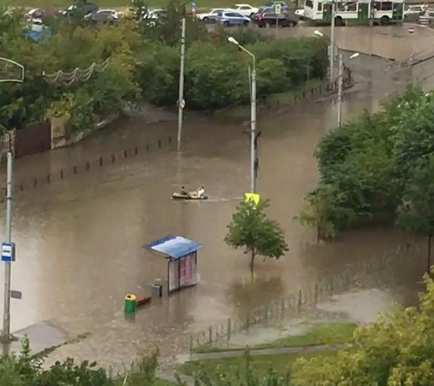 Красноярск ушел под воду: в городе объявлен режим ЧС. Фото Скриншот www.instagram.com/chpkras/