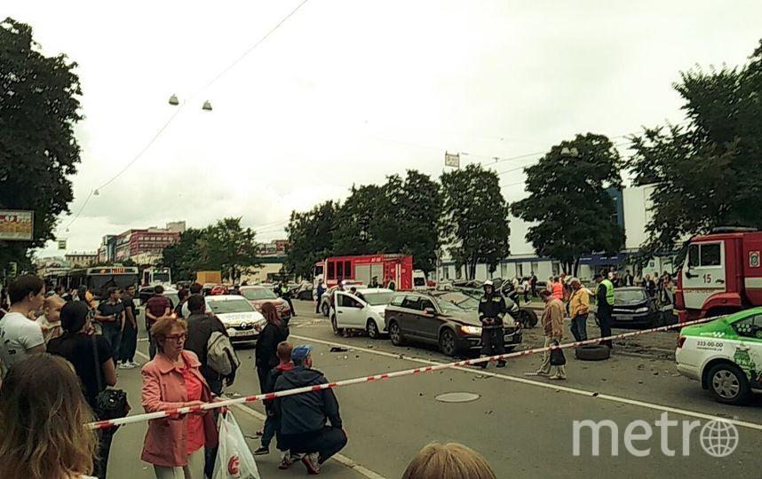 Массовое ДТП на пр. Энгельса в Петербурге вечером 20 августа. Фото vk.com