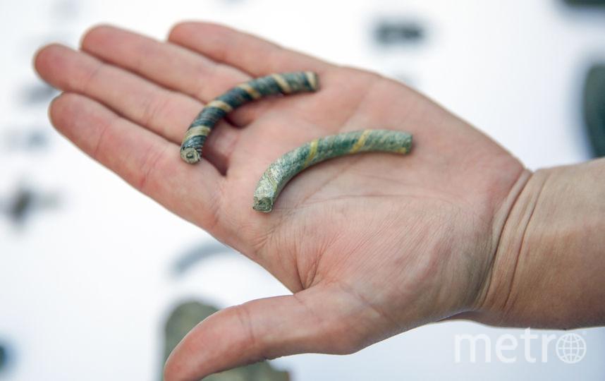 Редкие браслеты из стеклянных нитей, датированные XII веком, найдены на Биржевой площади.