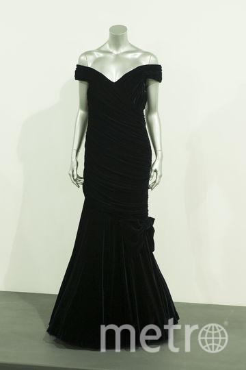 Открытое чёрное платье, в котором Диана станцевала с Джоном Траволта в Белом Доме в 1985 году. Фото Getty