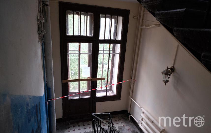 В Петербурге мужчина упал вместе с балконом.