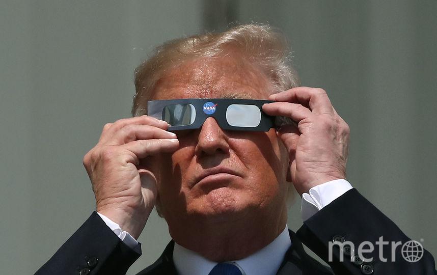 Cемья Трампа тоже вышла наблюдать за затмением. Фото Getty