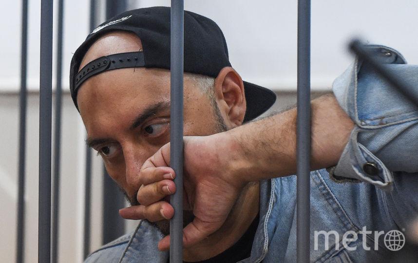 Кирилл Серебренников в здании суда. Фото AFP
