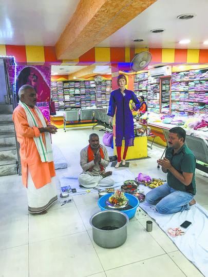 Молиться можно везде. Большинство индусов очень религиозны. Фото Анна Сирота