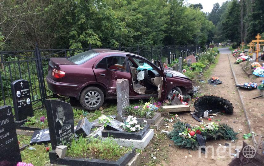 Фото с места ДТП на Богословском кладбище. Фото vk.com