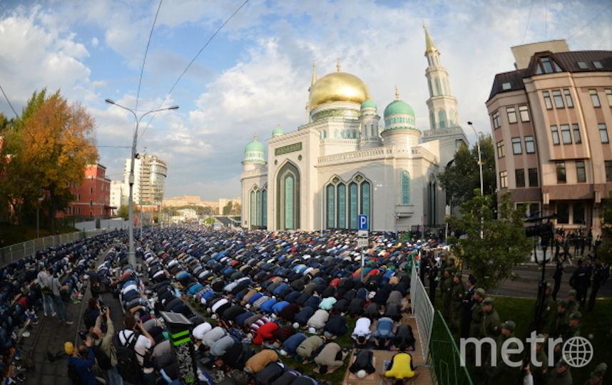 Мусульмане у Соборной мечети в Курбан-Байрам (архивное фото). Фото РИА Новости