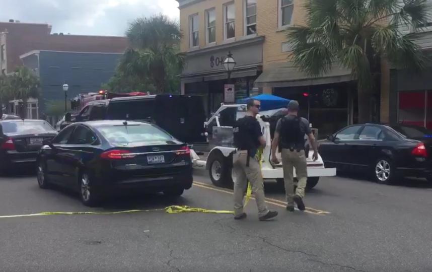 В США вооруженный мужчина взял в заложники посетителей ресторана. Фото Все - скриншот  соцсети