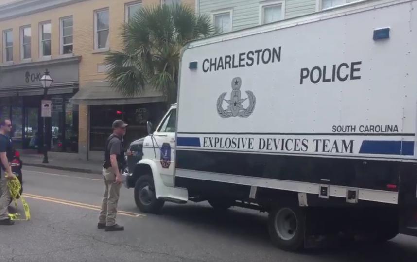 В США вооруженный мужчина взял в заложники посетителей ресторана. Фото Видео очевидцев.