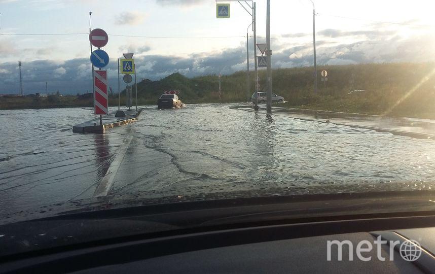 Потоп в Петербурге - после дождя машины поплыли. Фото vk.com