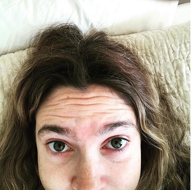 Лицо явно нуждается в уходе, не говоря уже о бровях и волосах  | instagram.com/drewbarrymore.