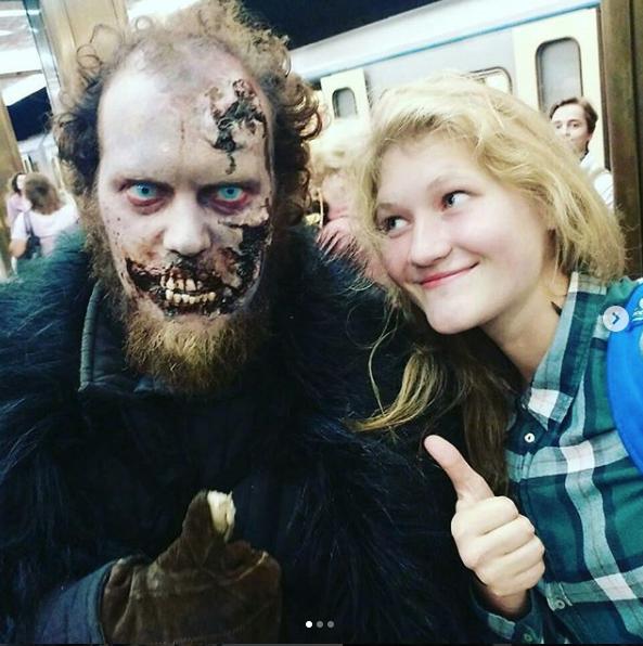 Белые ходоки на станциях московского метро. Фото Instagram naskar394.