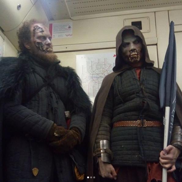 Белые ходоки на станциях московского метро. Фото Instagram grinpavel2033.