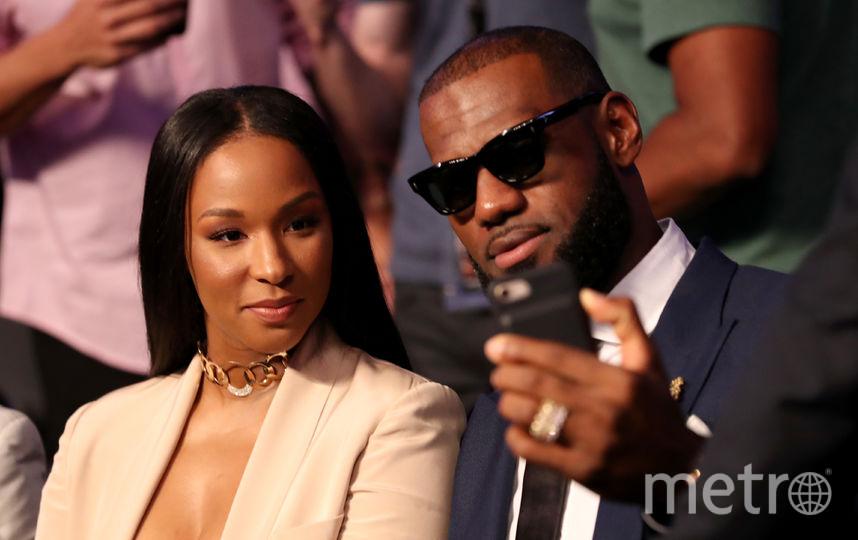 Звезда НБА Леброн Джеймс вместе с женой. Фото Getty