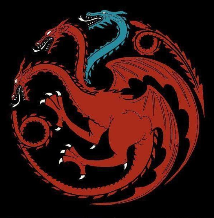 Одну из трёх голов дракона на гербе дома Таргариенов сделали синей, в знак того, что один из трёх драконов Дейнерис умер и стал ледяным зомби. Фото instagram.com/gaemofthrones