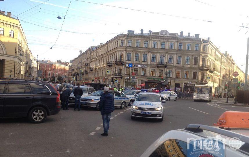 Погоня в центре Петербурга: виновник массового ДТП скрылся в храме. Фото vk.com/spb_today