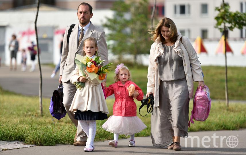 Школьники с цветами на 1 сентября. Фото Василий Кузьмичёнок