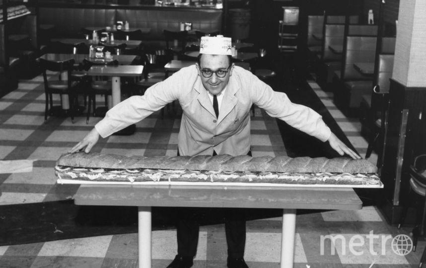 В Москве огромные бурерброды будут круглыми. А этот сэндвич длиной 1,8 метра собрали в одном из итальянских кафе в 1966 году. Фото Getty