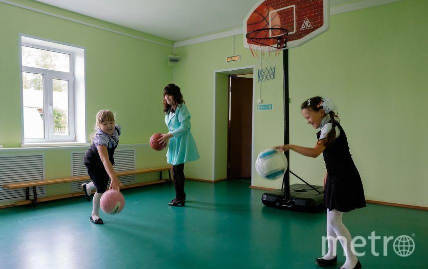 """В малокомплектной школе всё по-настоящему: ученики пишут диктанты и контрольные. Фото Алена Бобрович., """"Metro"""""""