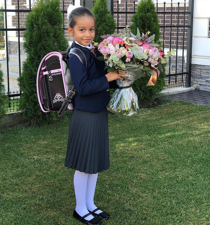 Ксения Бородина проводила дочь Марусю в школу. Фото Скриншот/Instagram:borodylia