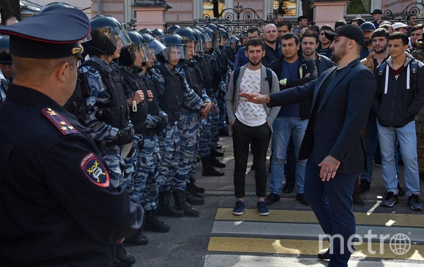 В Москве сотни мусульман вышли на несогласованную акцию протеста. Фото AFP