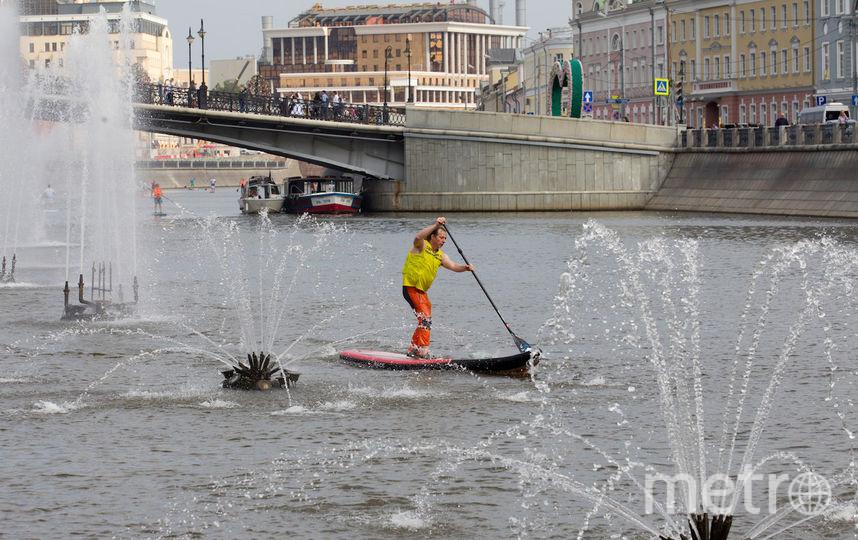 """Стас Орлов маневрирует между фонтанами. Фото Василий Кузьмичёнок, """"Metro"""""""