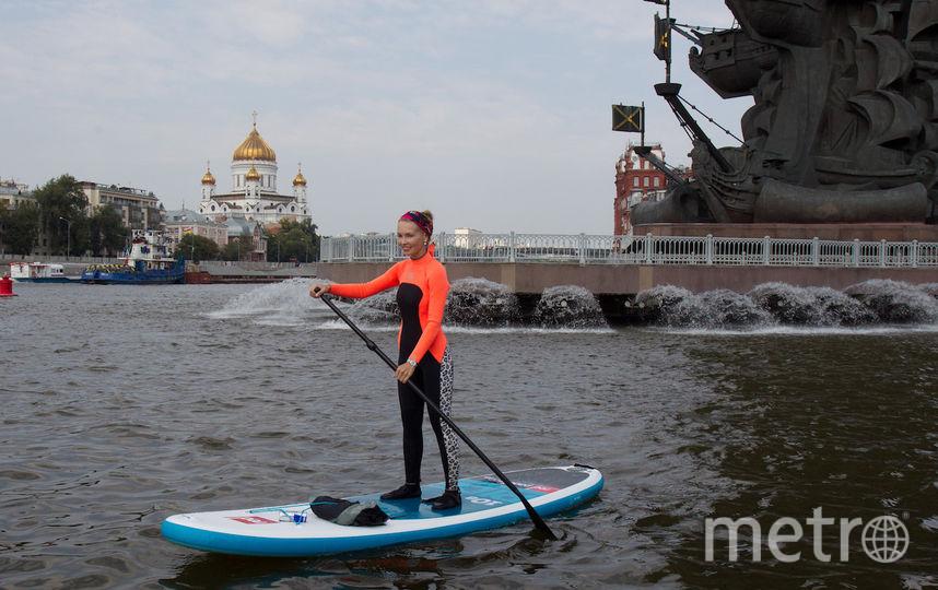 """На выходе из канала сёрфингистам пришлось быть осторожными, чтобы не попасть под теплоходы. Фото Василий Кузьмичёнок, """"Metro"""""""