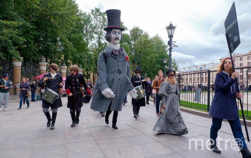 По Петербургу прогулялись Нос и Гоголь. Фото Все - Алены Бобрович.