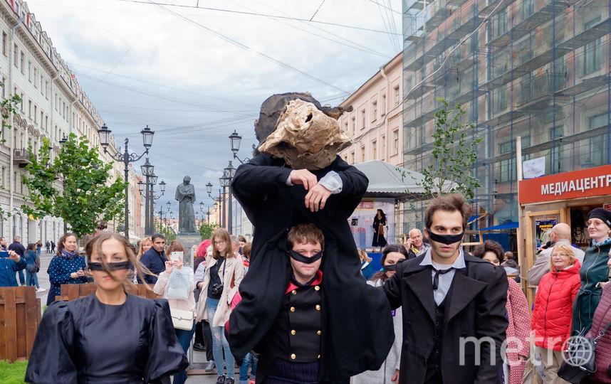 По Петербургу прогулялись Нос и Гоголь.
