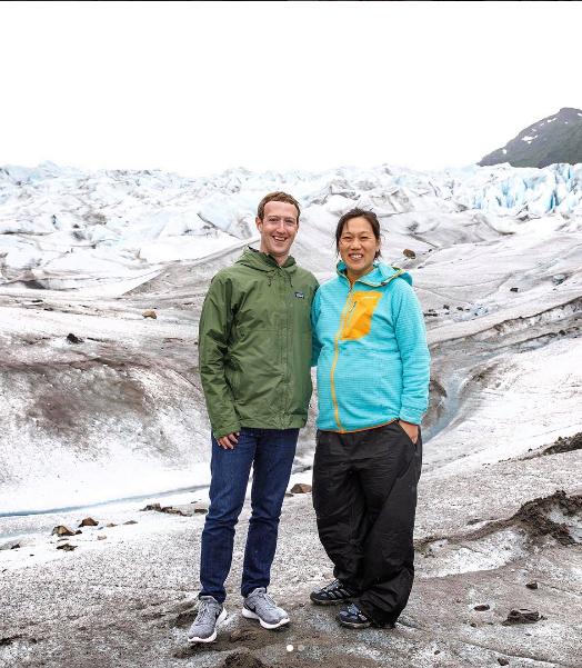 Марк Цукерберг с женой Присциллой.