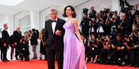 Венеция-2017: Джордж и Амаль Клуни впервые вышли в свет после рождения детей