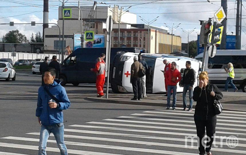 Серьезное ДТП с участием машины скорой помощи случилось в Петербурге утром 4 сентября.