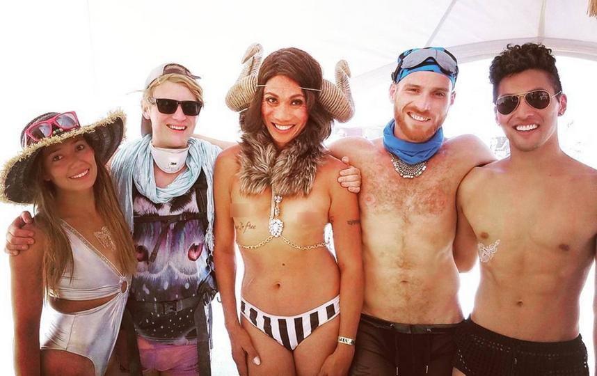 """Burning Man 2017: самые откровенные наряды """"горячего"""" фестиваля. Фото Скриншот www.instagram.com/amberaban/"""