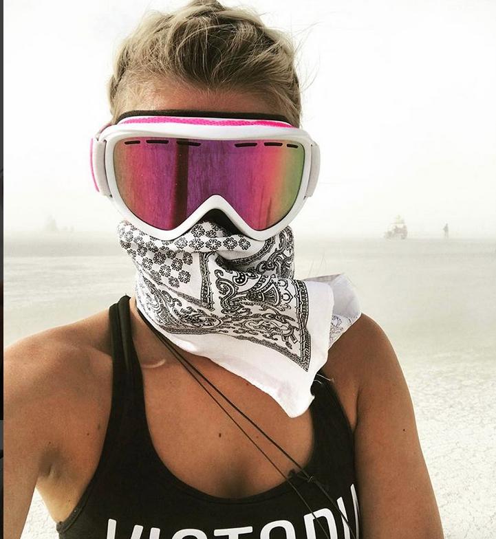 """Burning Man 2017: самые откровенные наряды """"горячего"""" фестиваля. Фото Скриншот www.instagram.com/barbora_neradova1/"""