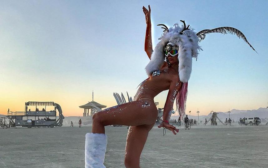 """Burning Man 2017: самые откровенные наряды """"горячего"""" фестиваля. Фото Скриншот www.instagram.com/ole_nicole/"""