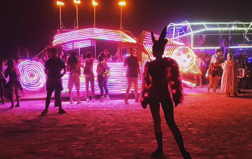 """Burning Man 2017: самые откровенные наряды """"горячего"""" фестиваля. Фото Скриншот instagram.com/diloved/"""